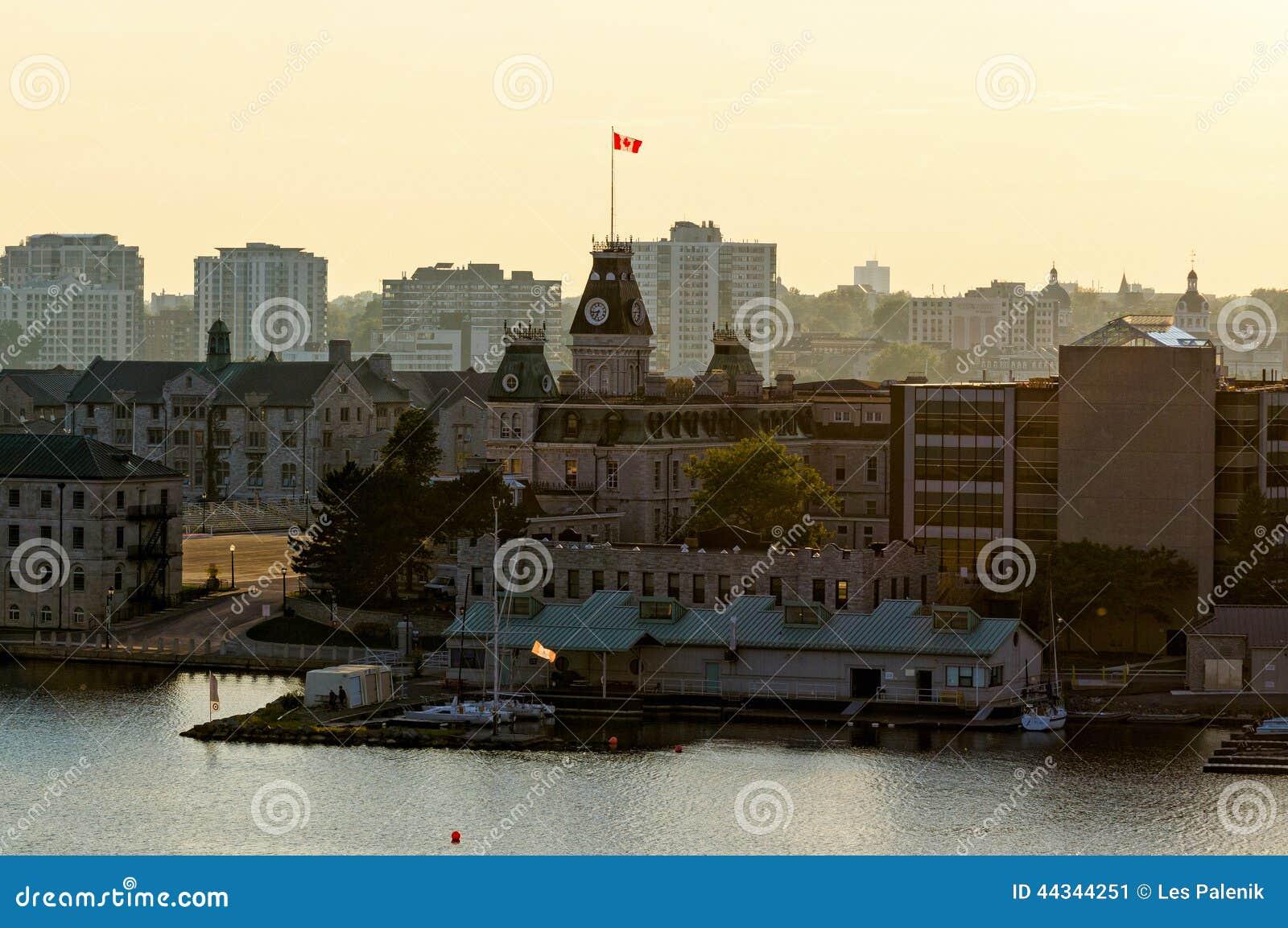 Città di Kingston in Ontario al crepuscolo