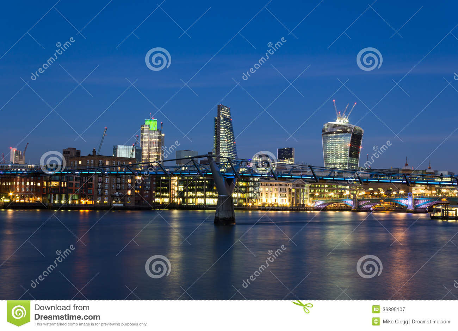 Download Città Di Londra Al Crepuscolo Immagine Stock - Immagine di europa, multi: 36895107