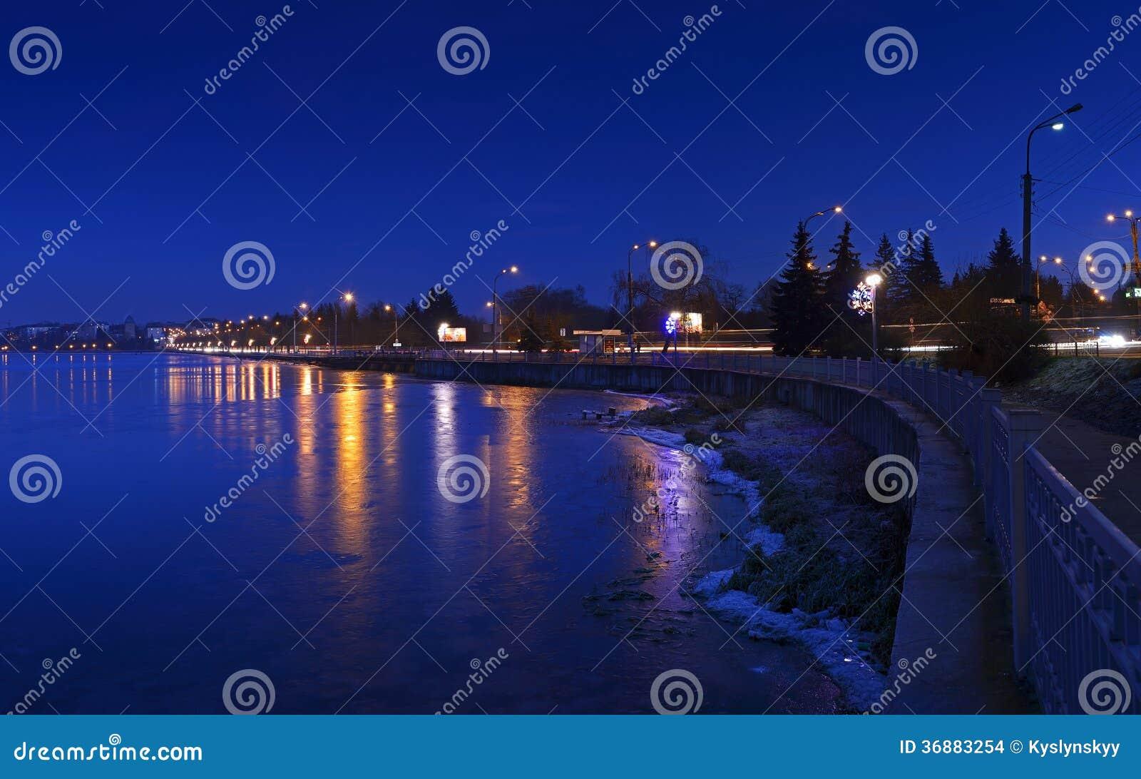 Download Città di notte fotografia stock. Immagine di paesaggio - 36883254