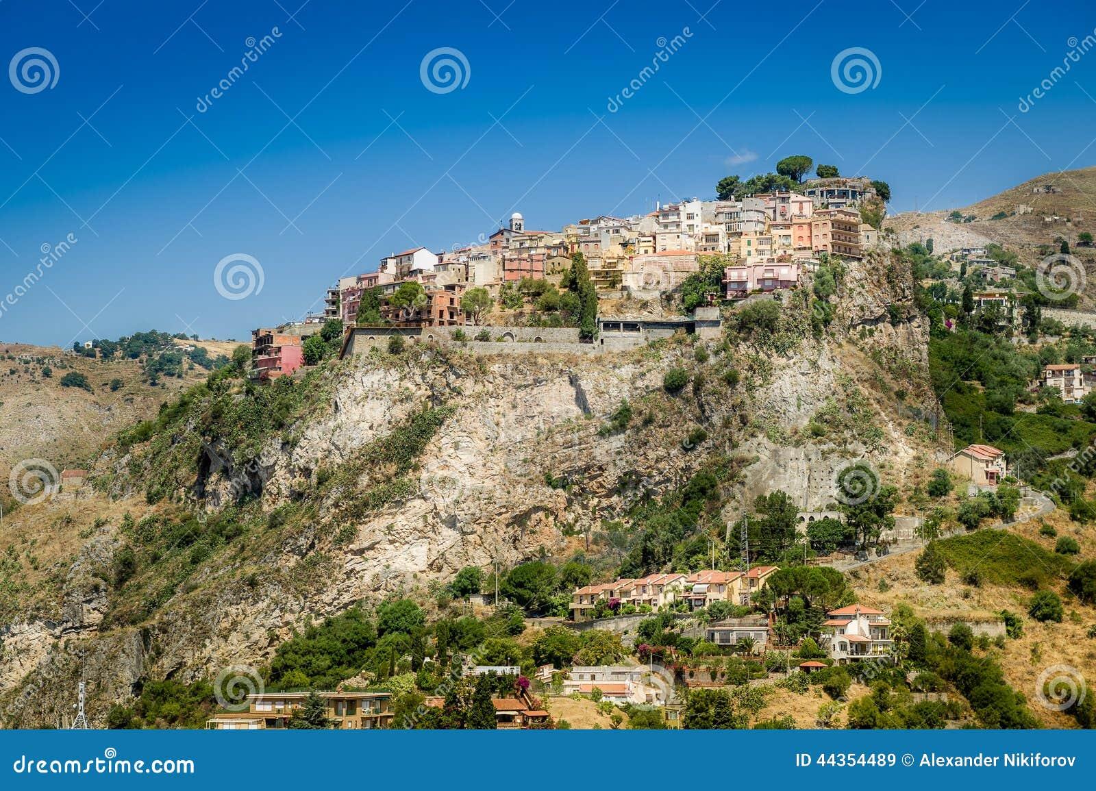 Città di Taormina sulle rocce