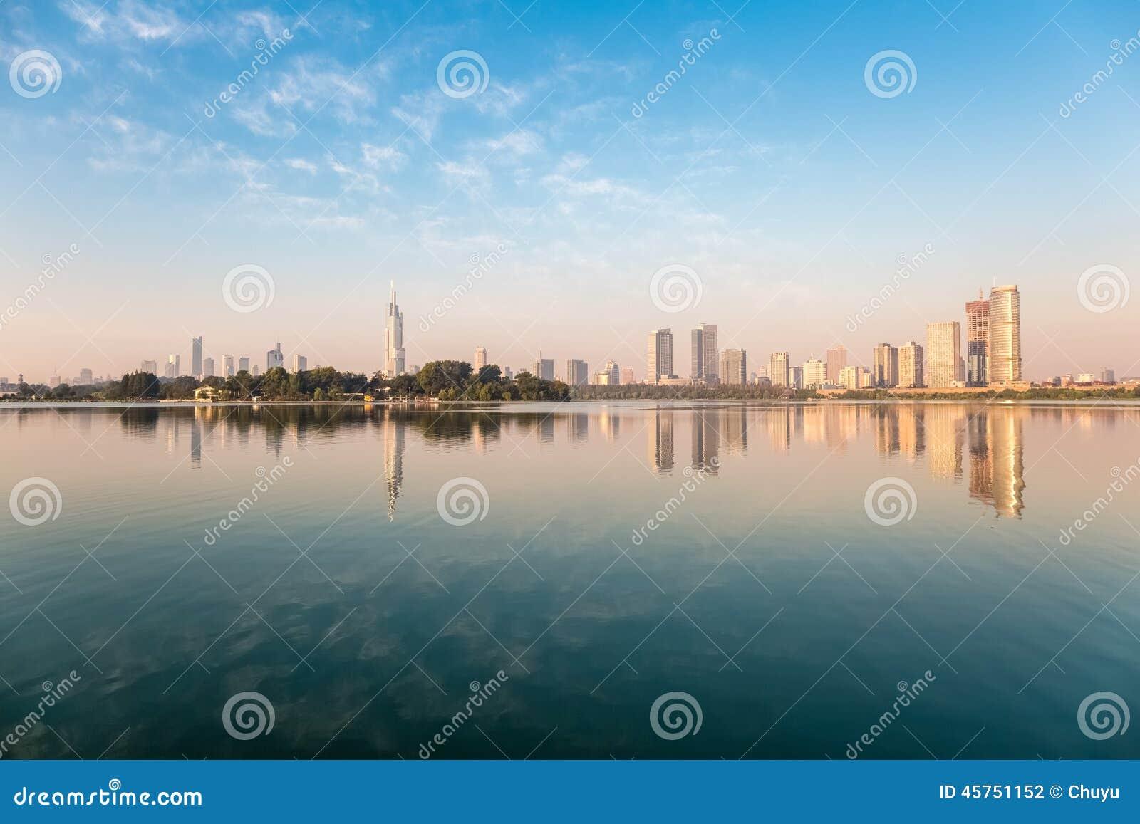 Città e lago
