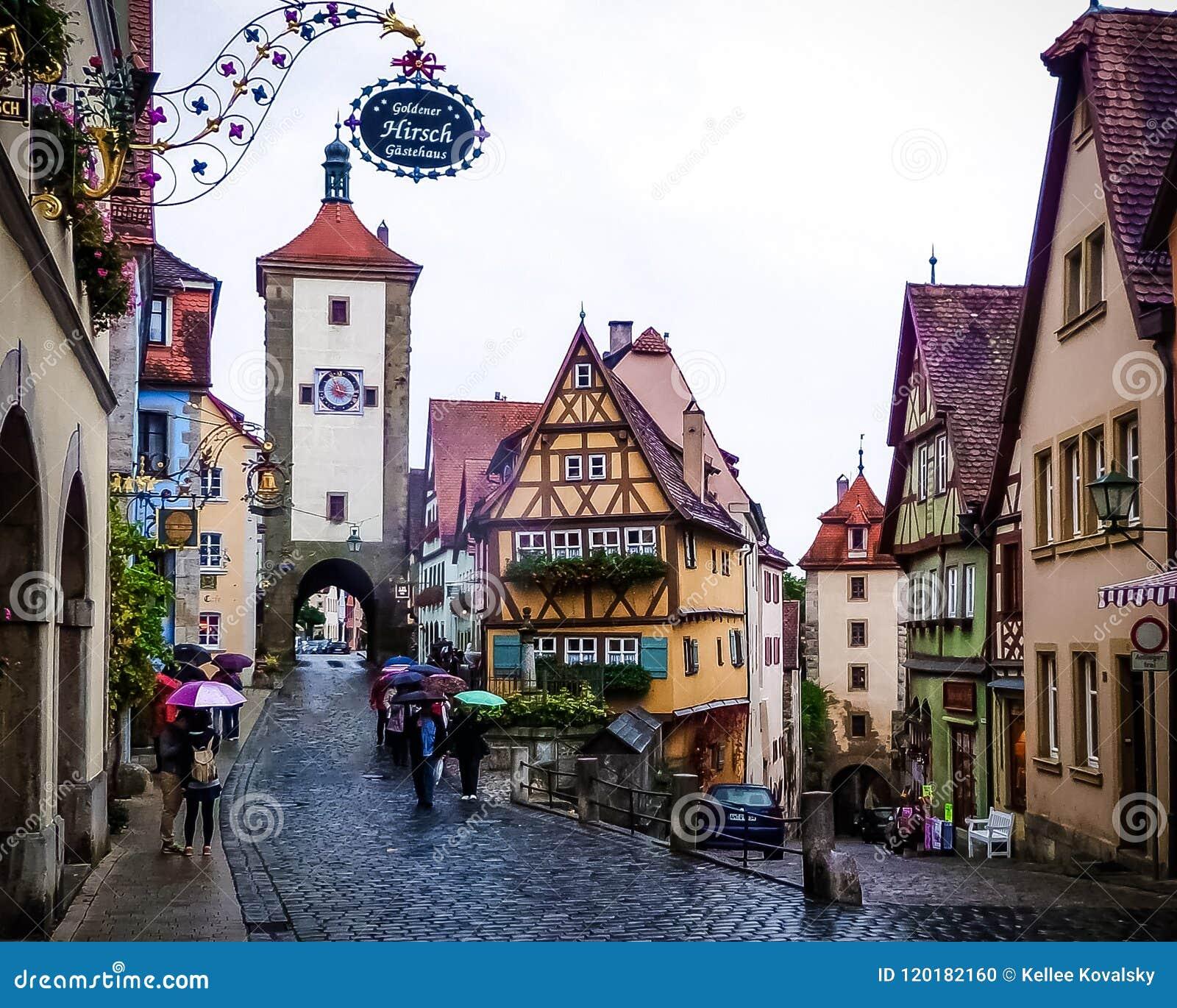 Città medievale del libro di fiabe del der Tauber del ob di Rothenburg un giorno piovoso