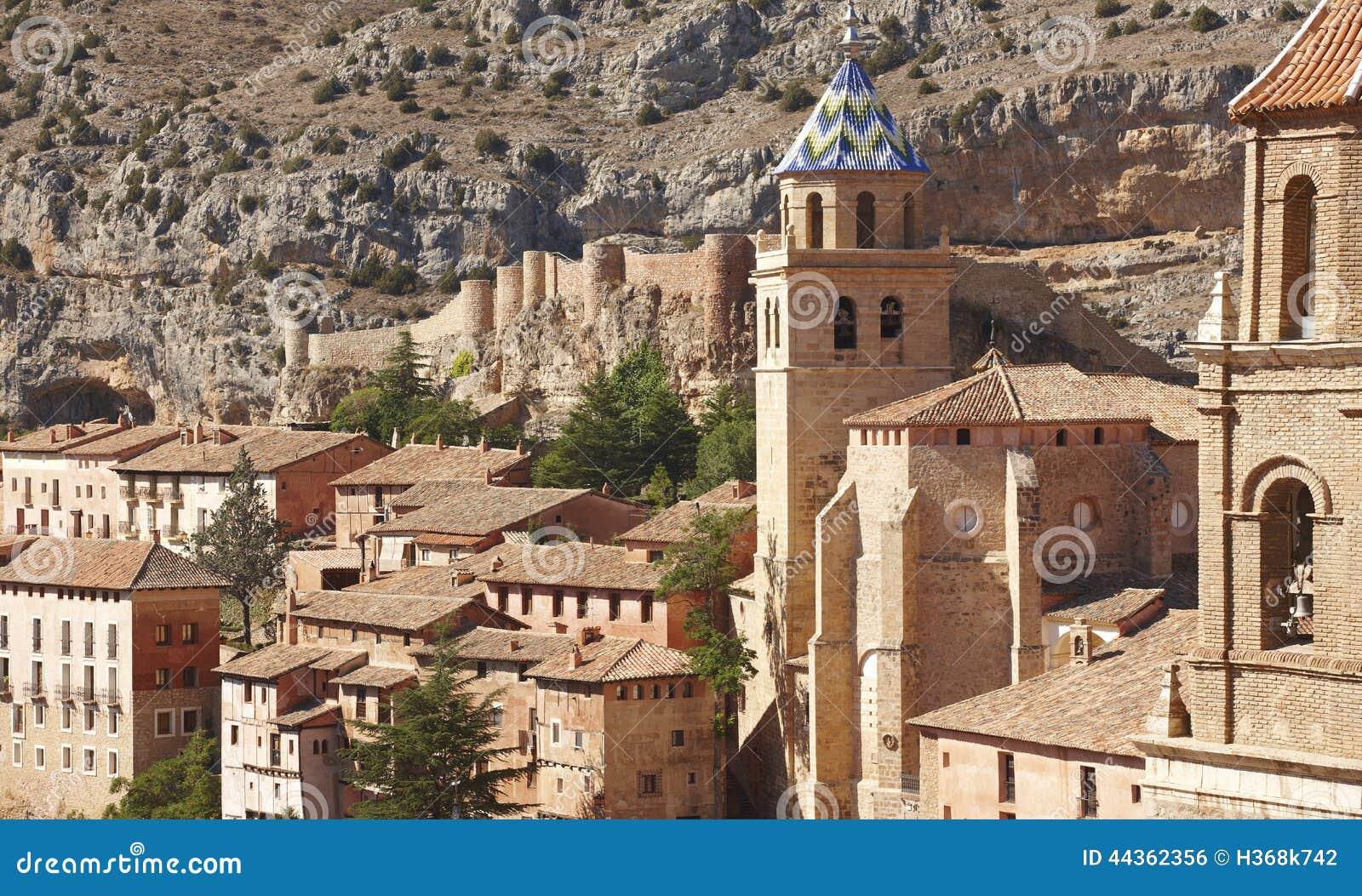 Città pittoresca in Spagna Cattedrale e fortezza antica Albar