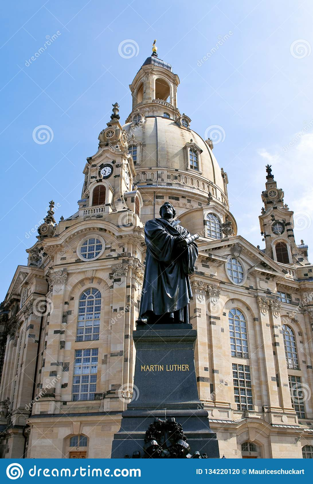Città tedesca Dresda con la chiesa Frauenkirche