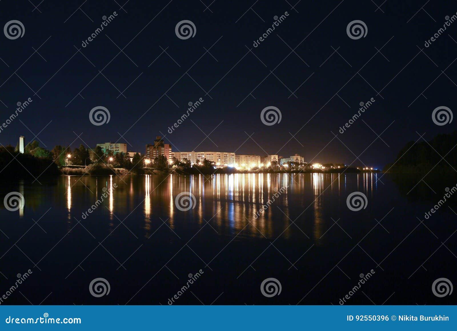 Città Zelenogorsk, regione di notte di Krasnojarsk