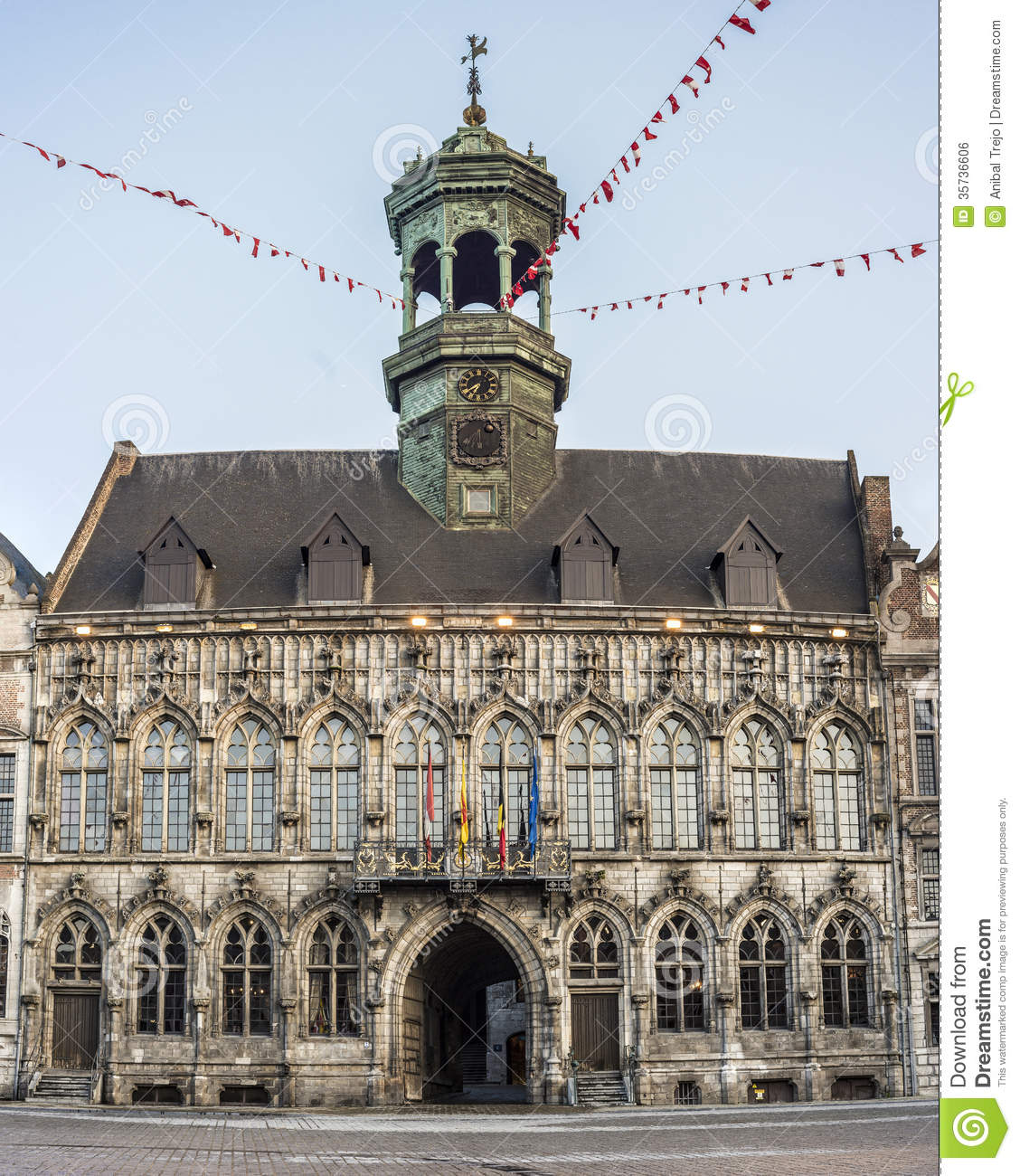 City hall on the central square in mons belgium royalty for Piscine de mons grand large