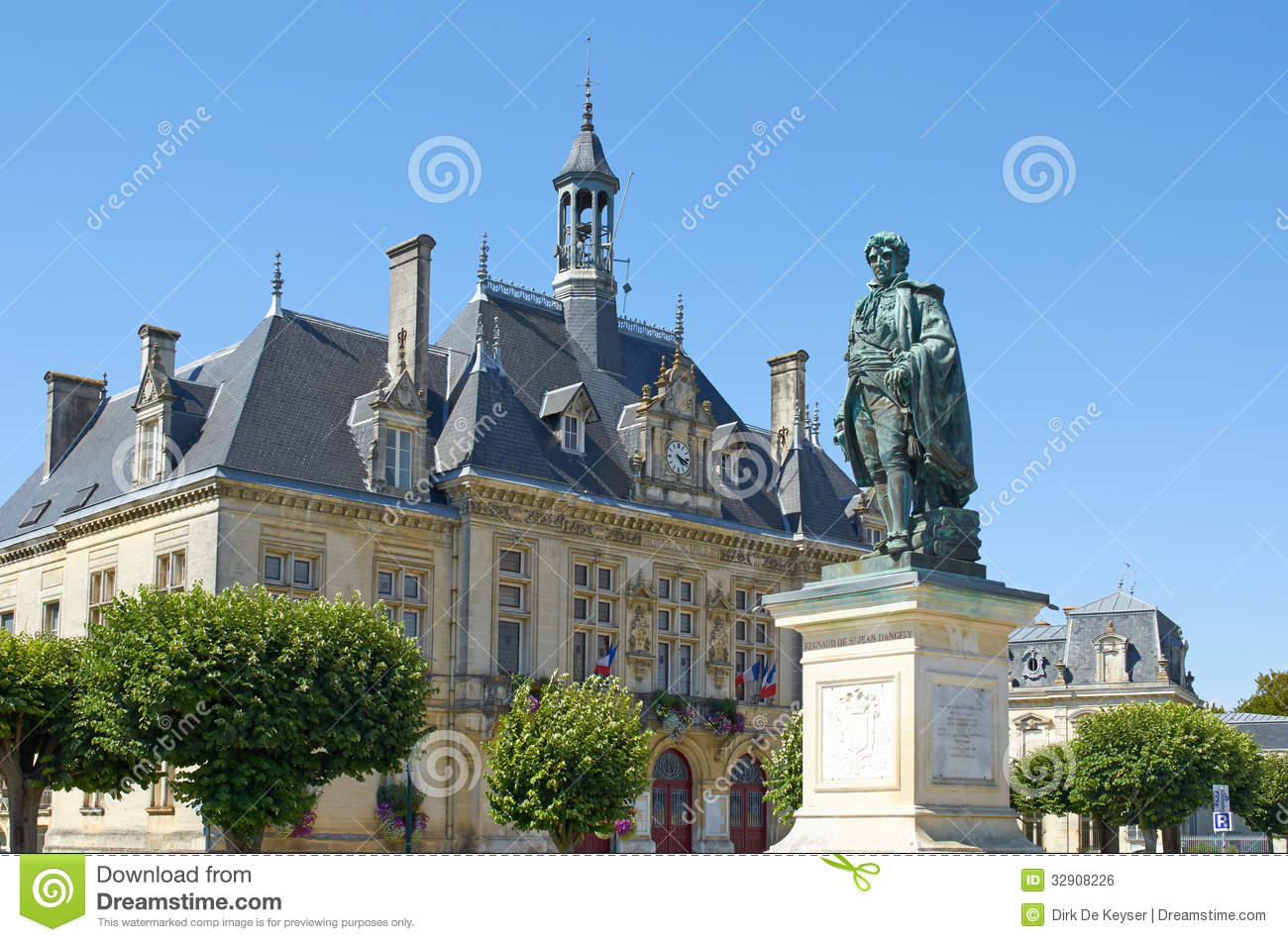 city hall of st jean d 39 angely with bronze statue of regnaud de st jean d 39 angely stock photo. Black Bedroom Furniture Sets. Home Design Ideas