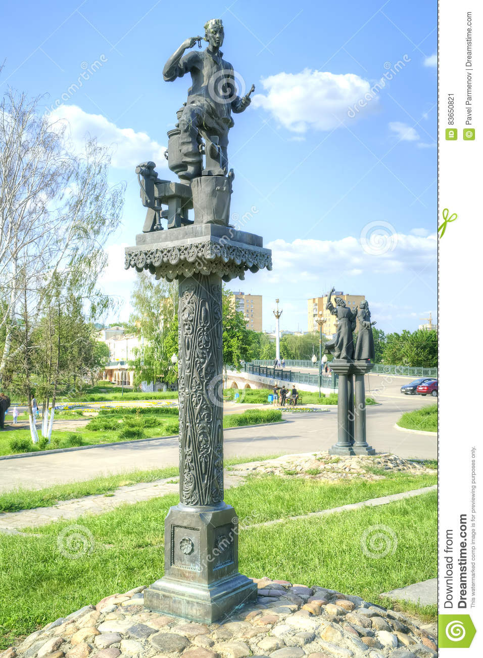 City Oryol. Sculptures of personages of the writer Nikolai Leskov