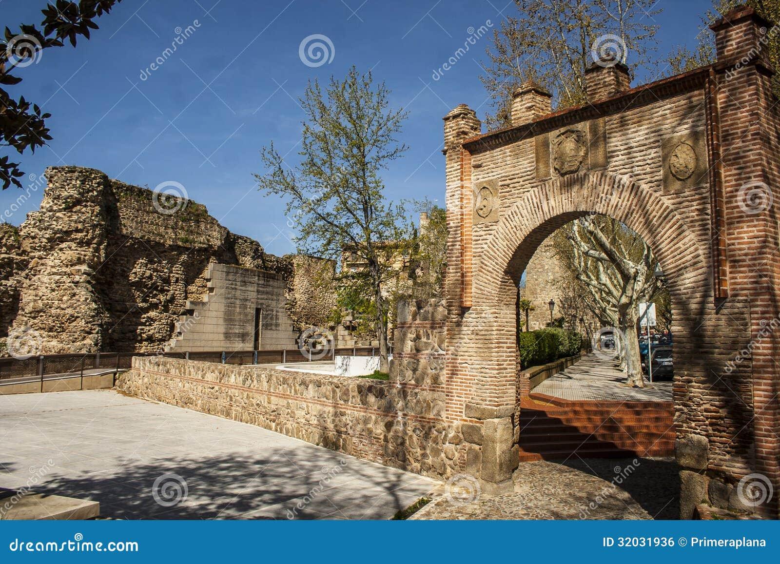 City wall and gate seville talavera de la reina toledo - La reina del mueble talavera ...