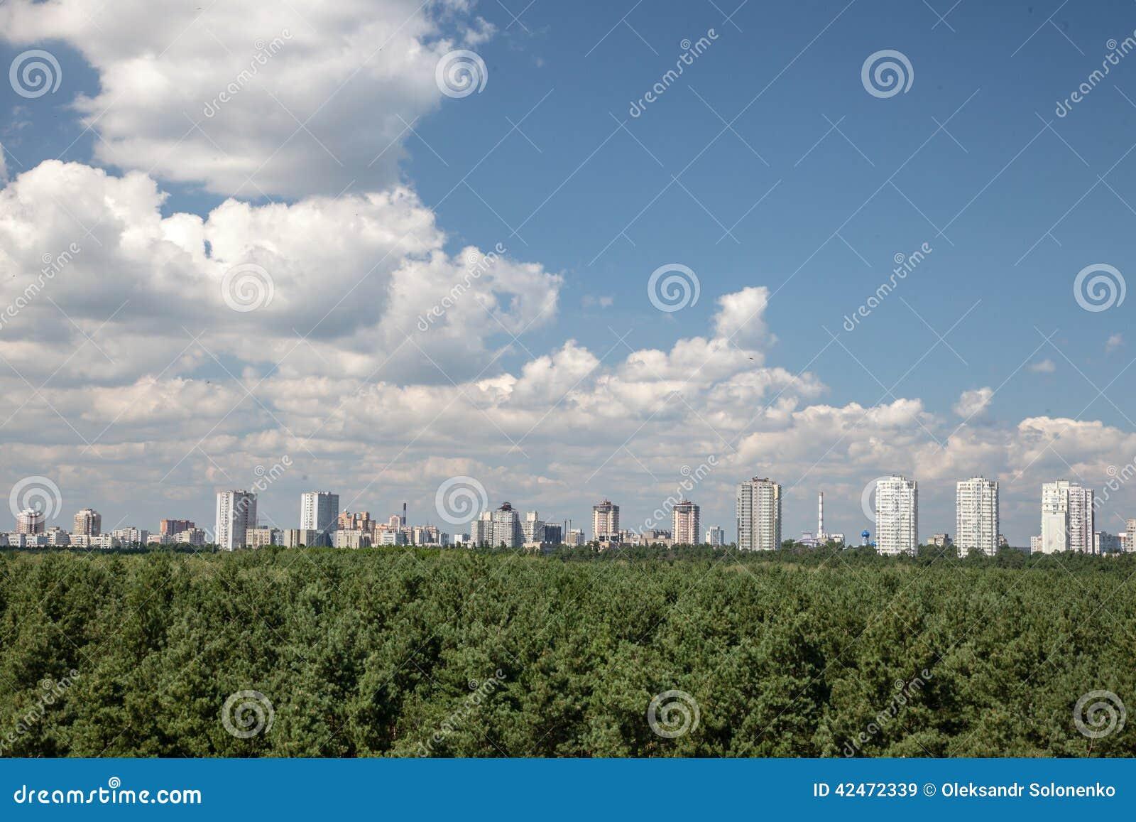 Cityline Kyiv von der Dachspitze