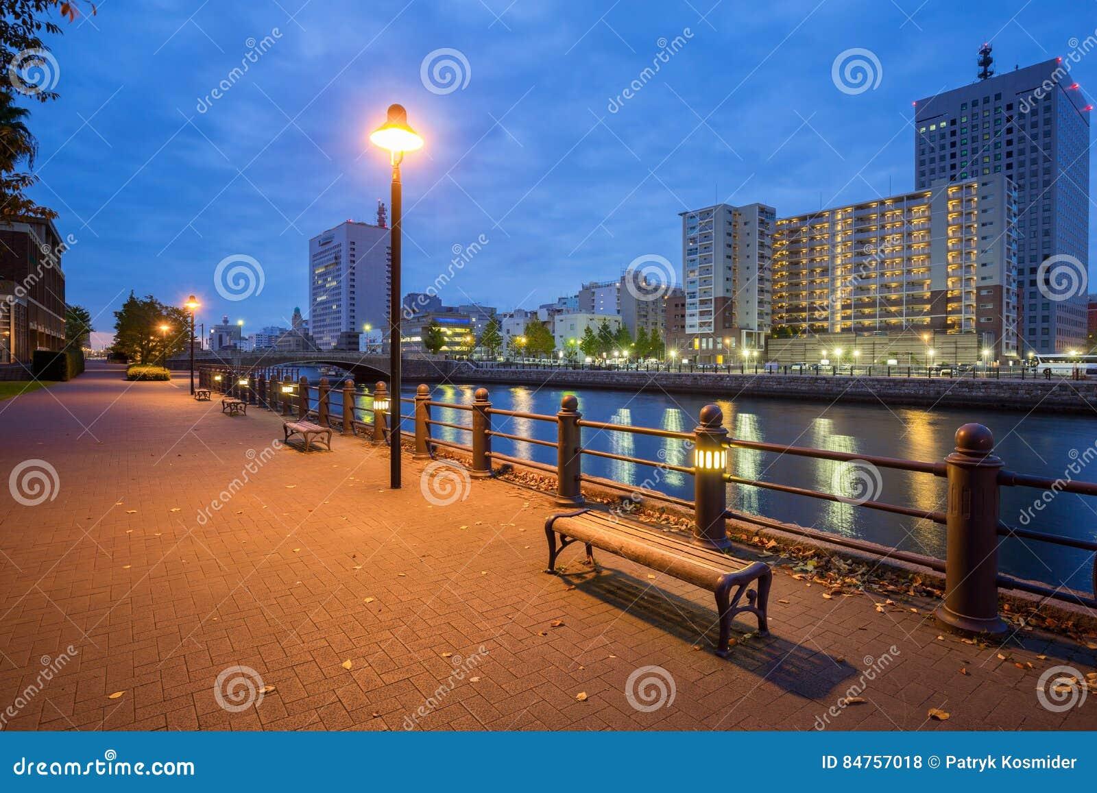 Cityscape av den Yokohama staden på natten