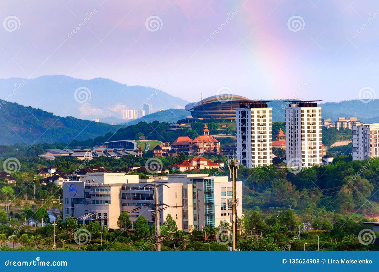 Cityscape de het bureaubouw van Dell, high-rise gebouwen, in het landschap van voorgrondputrajaya