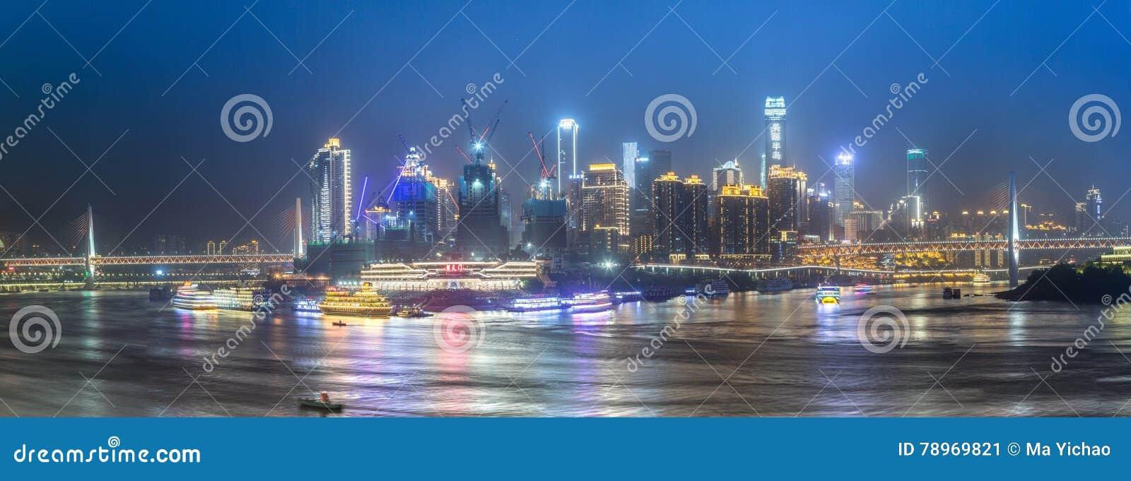 Cityscape en horizon van het chongqing bij nacht