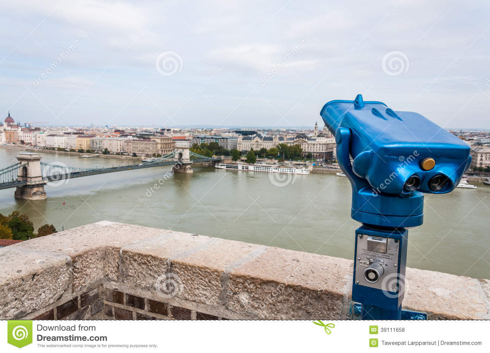 Cityscape van Boedapest met verrekijkers