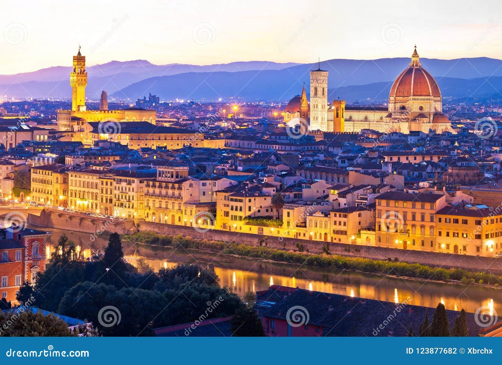 Cityscape van Florence panoramische avondmening