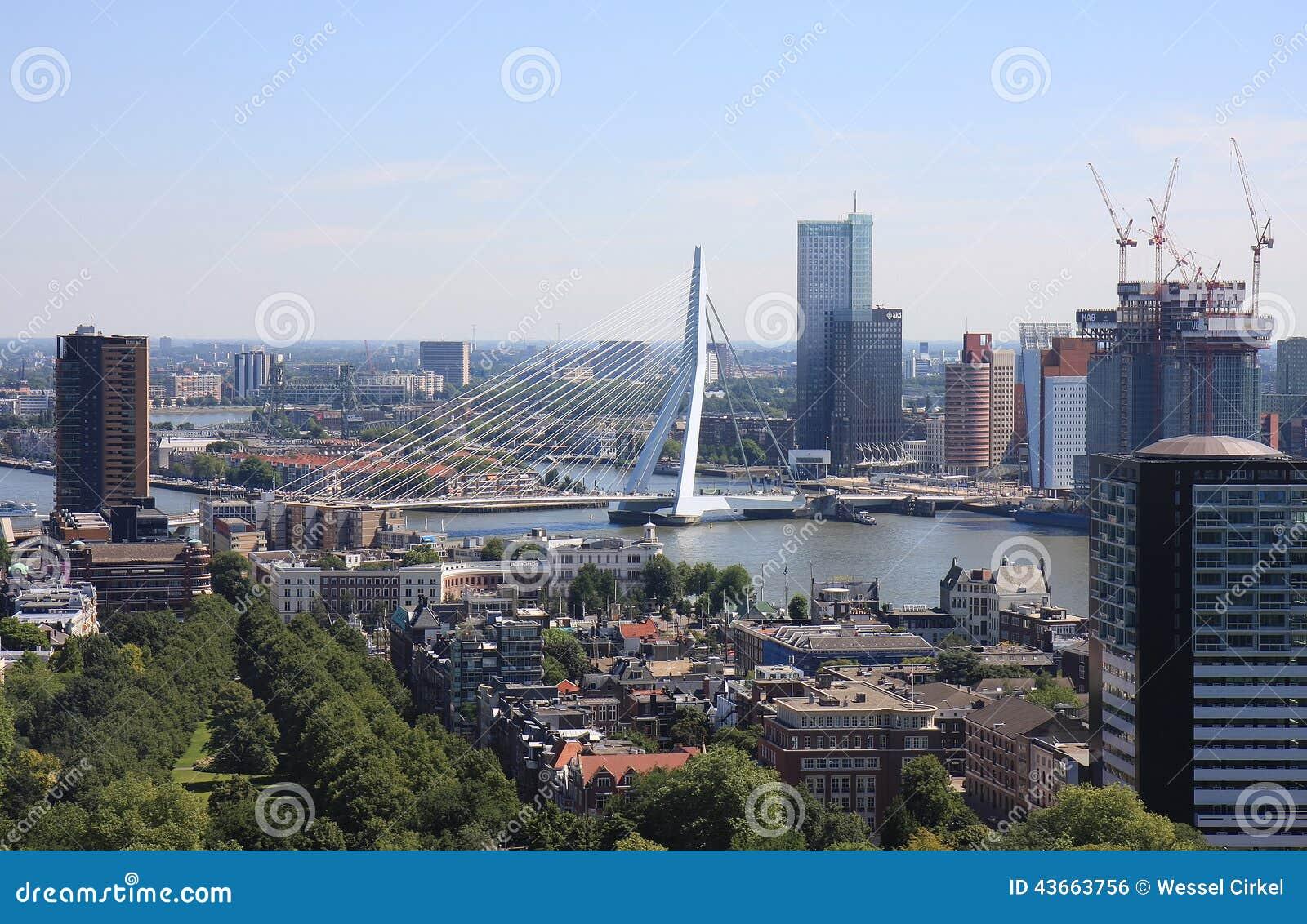 Cityview de Rotterdam e de Erasmusbrug, Holanda