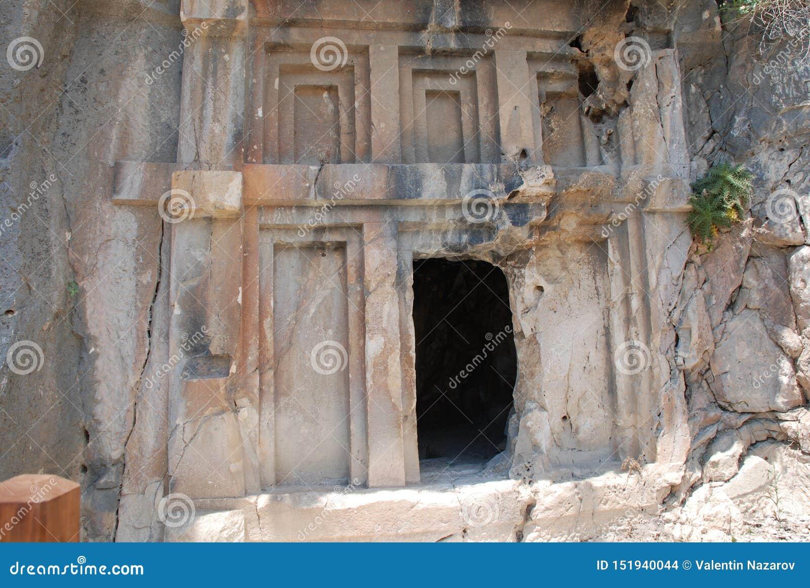 Ciudad antigua tallada en la roca en Turquía cerca de Antalya