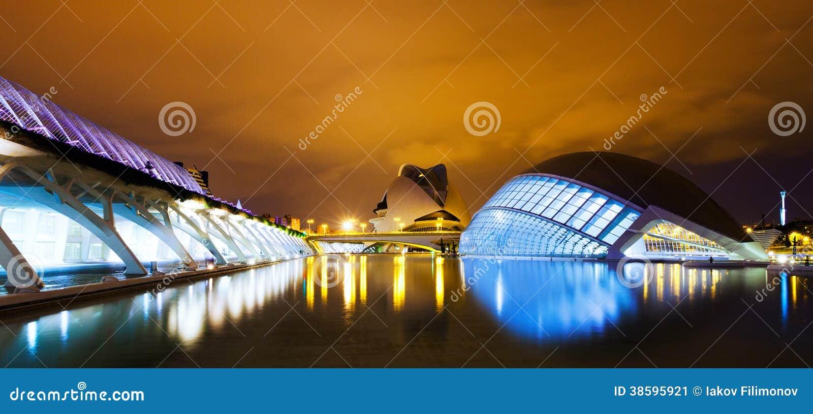 Ciudad de artes y de ciencias en noche. Valecia, España