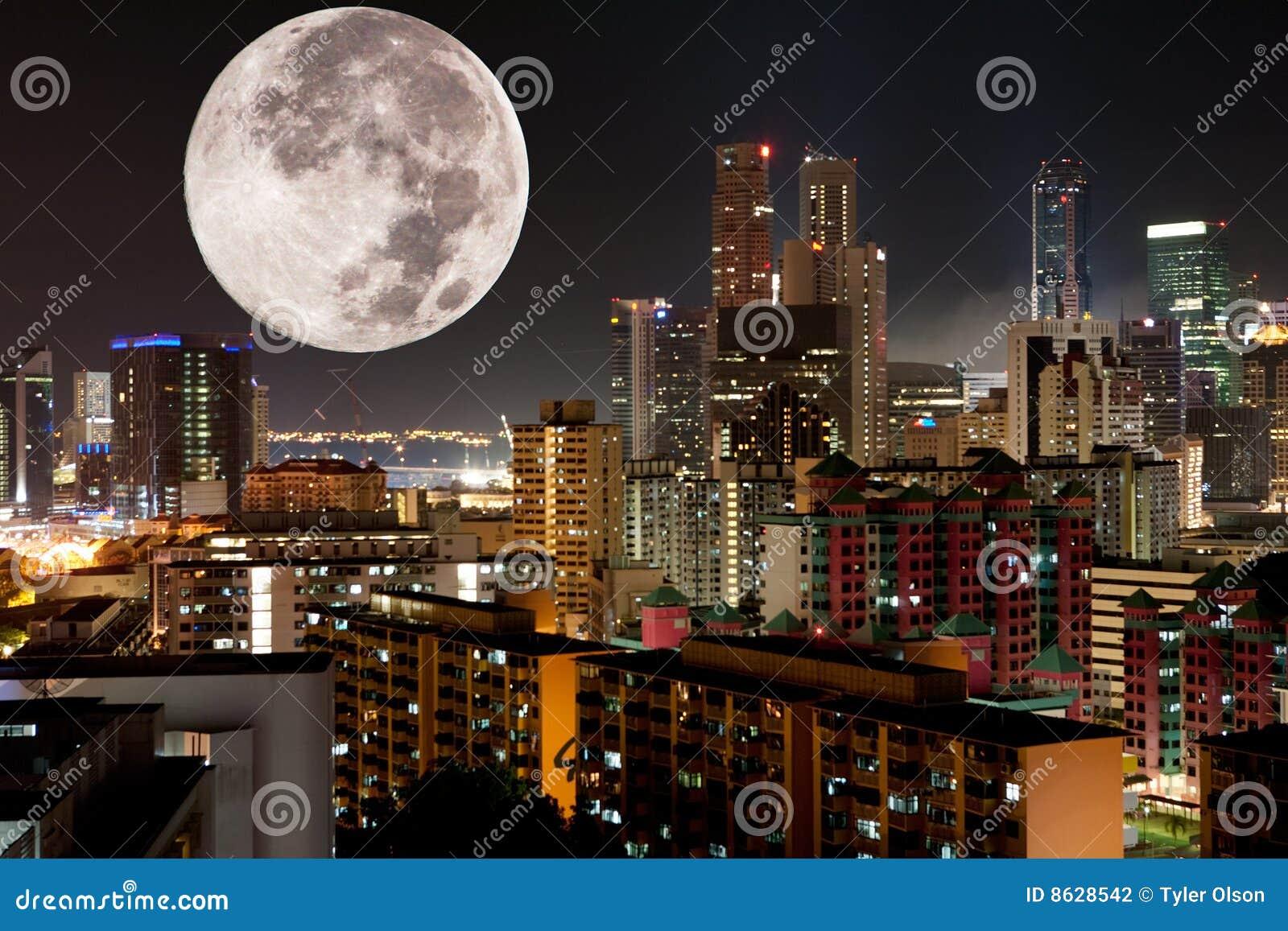 Ciudad de la noche de la luna