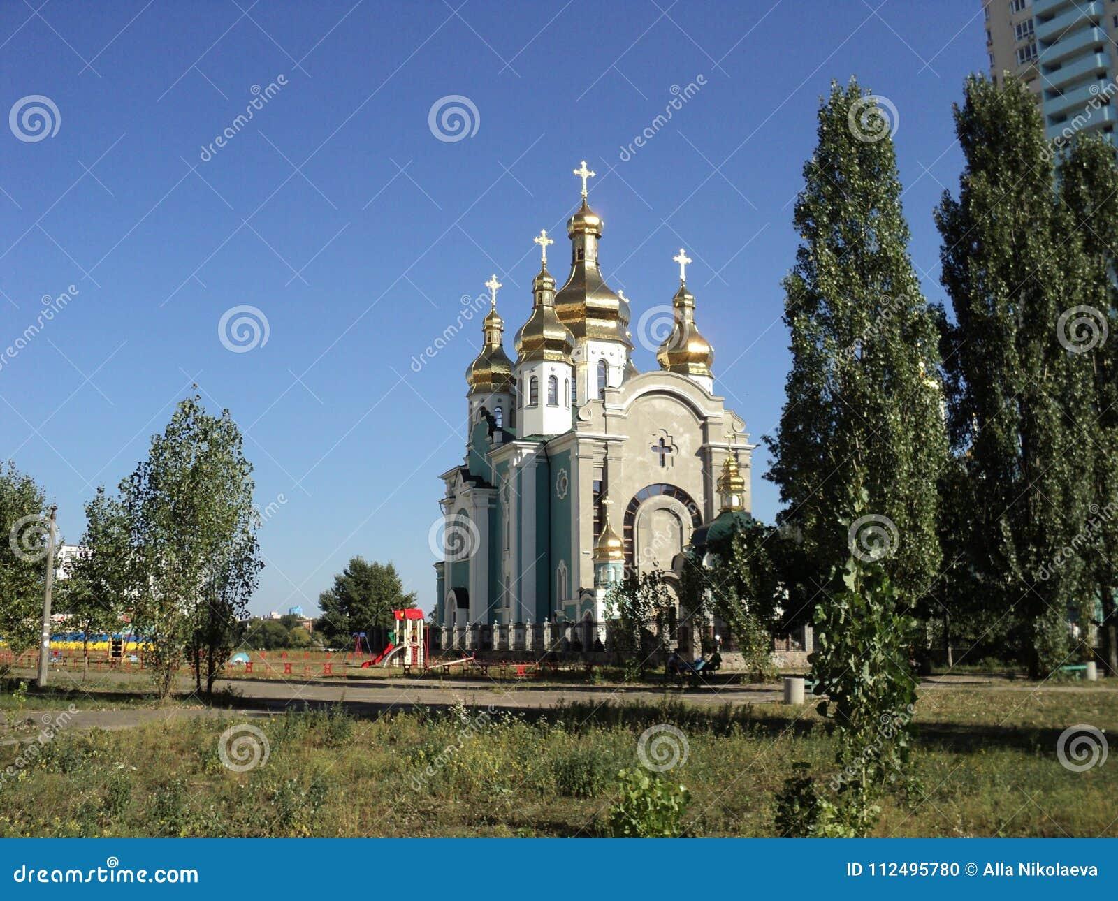 Ciudad de la nueva iglesia moderna de Kiev