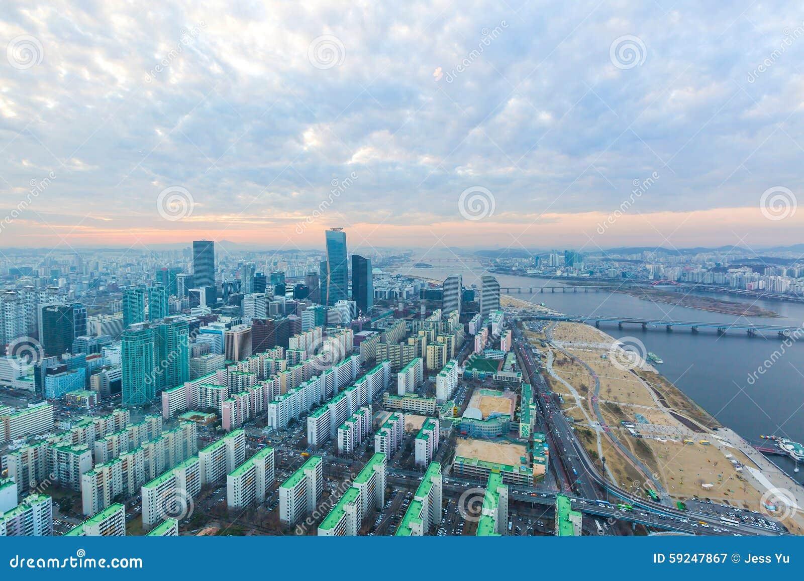 Ciudad de Seul en la puesta del sol