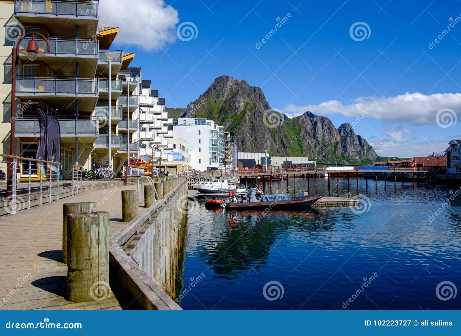 Ciudad de Svaelvard en Noruega septentrional