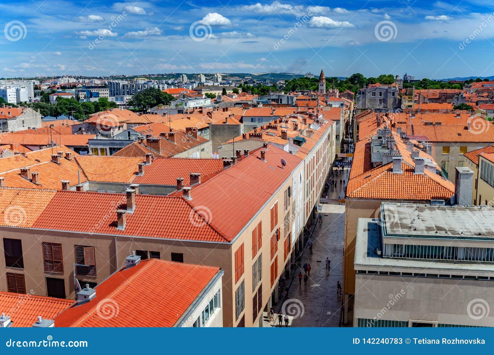 Ciudad de Zadar de la torre dalmatia Croacia