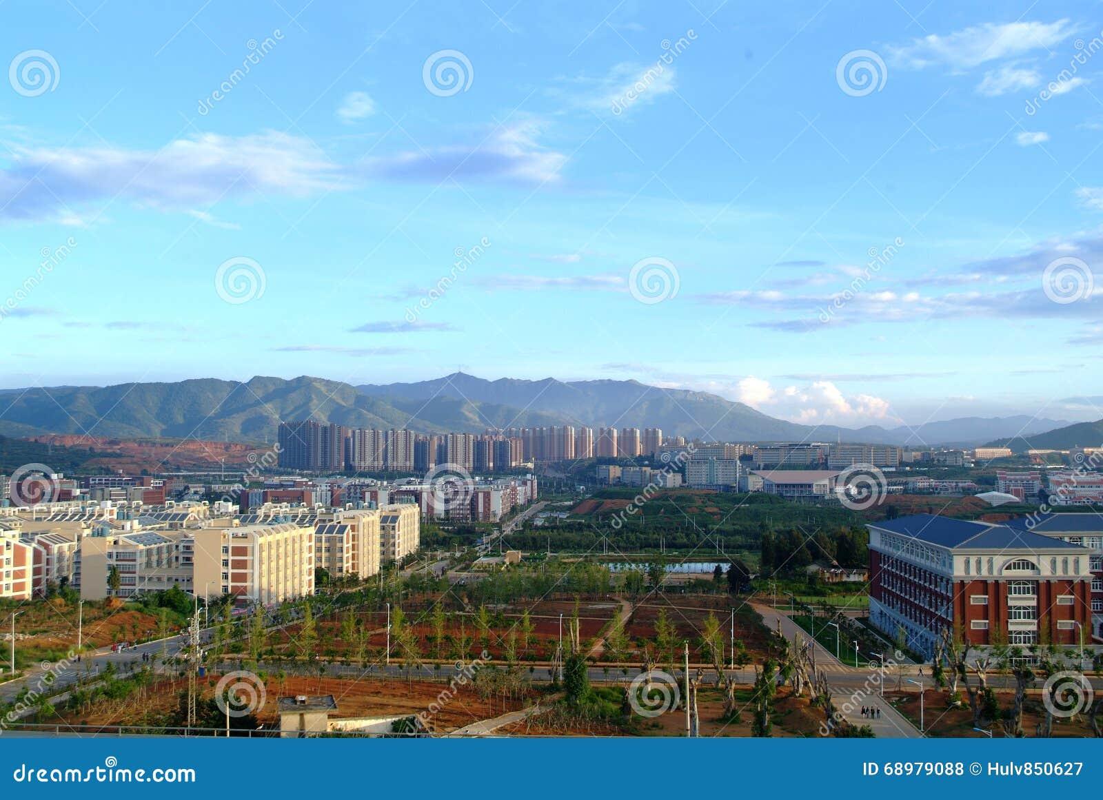 Ciudad debajo de la montaña