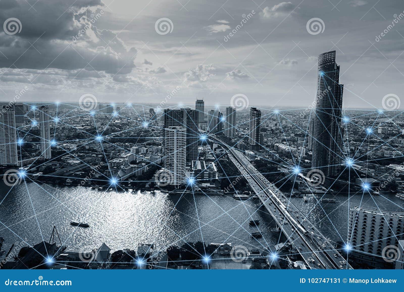 Ciudad elegante blanco y negro con las conexiones de red