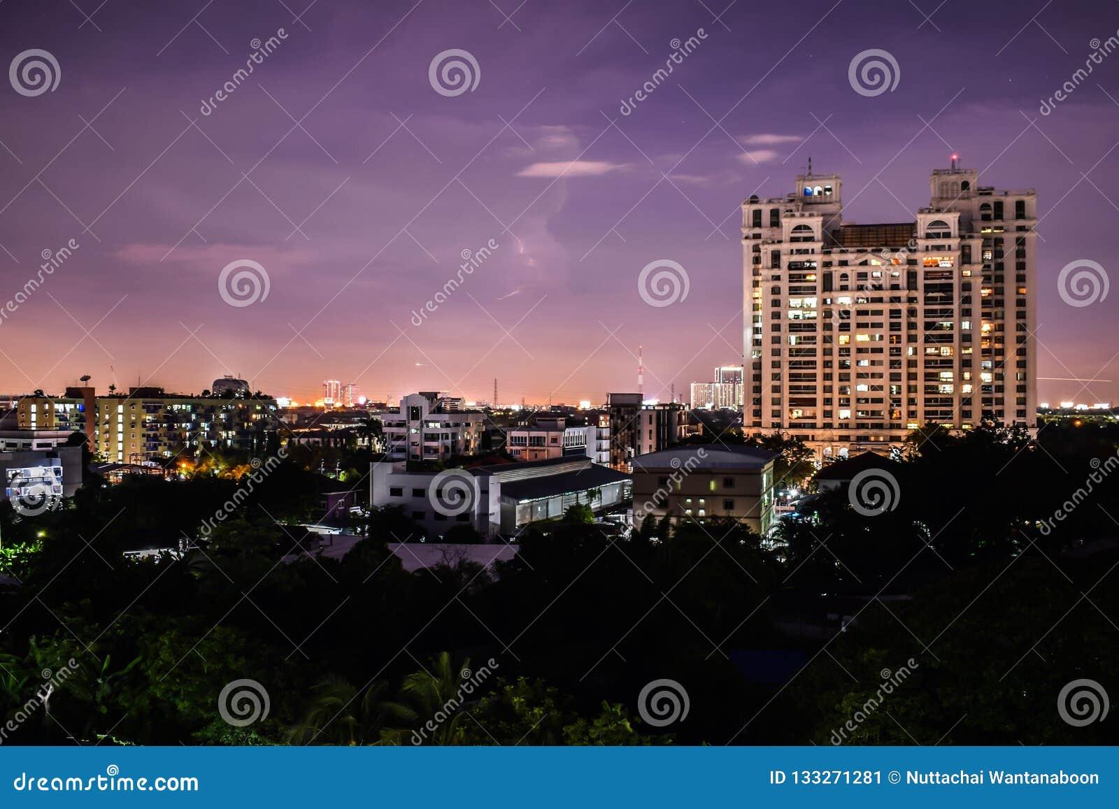 Ciudad en noche
