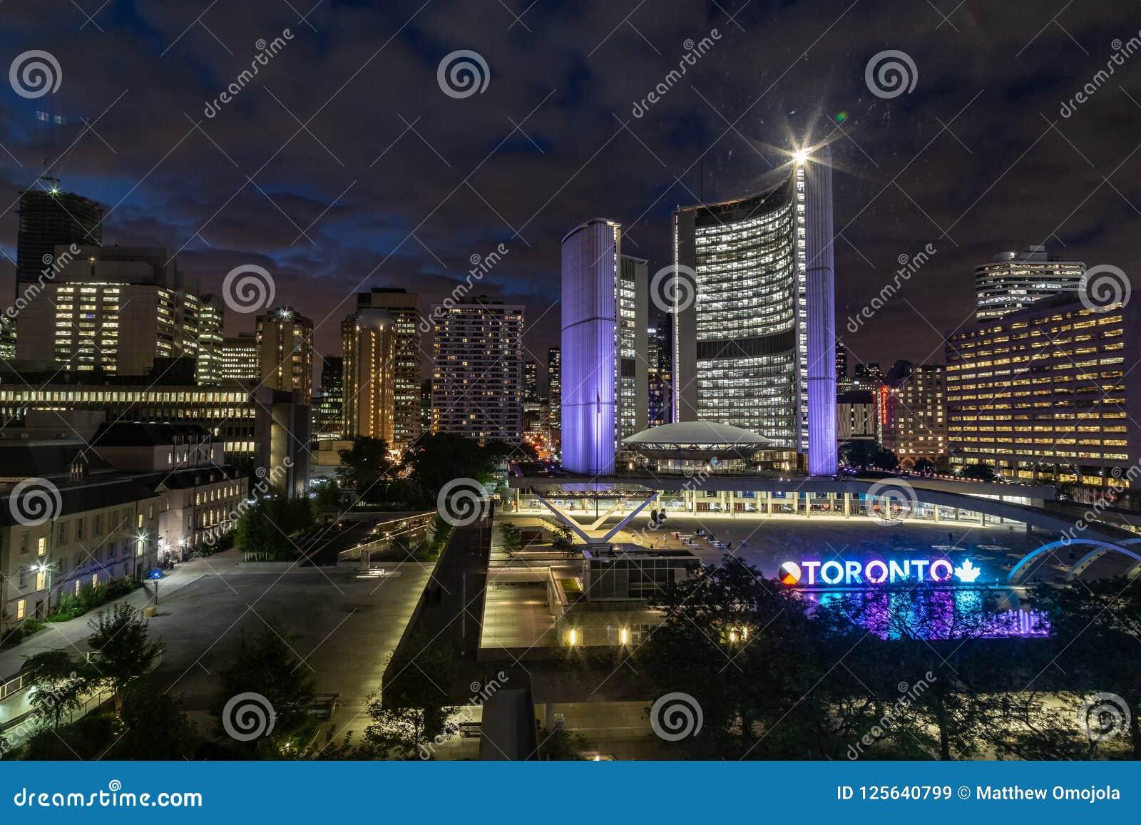 Ciudad Hall Toronto Canada en la noche
