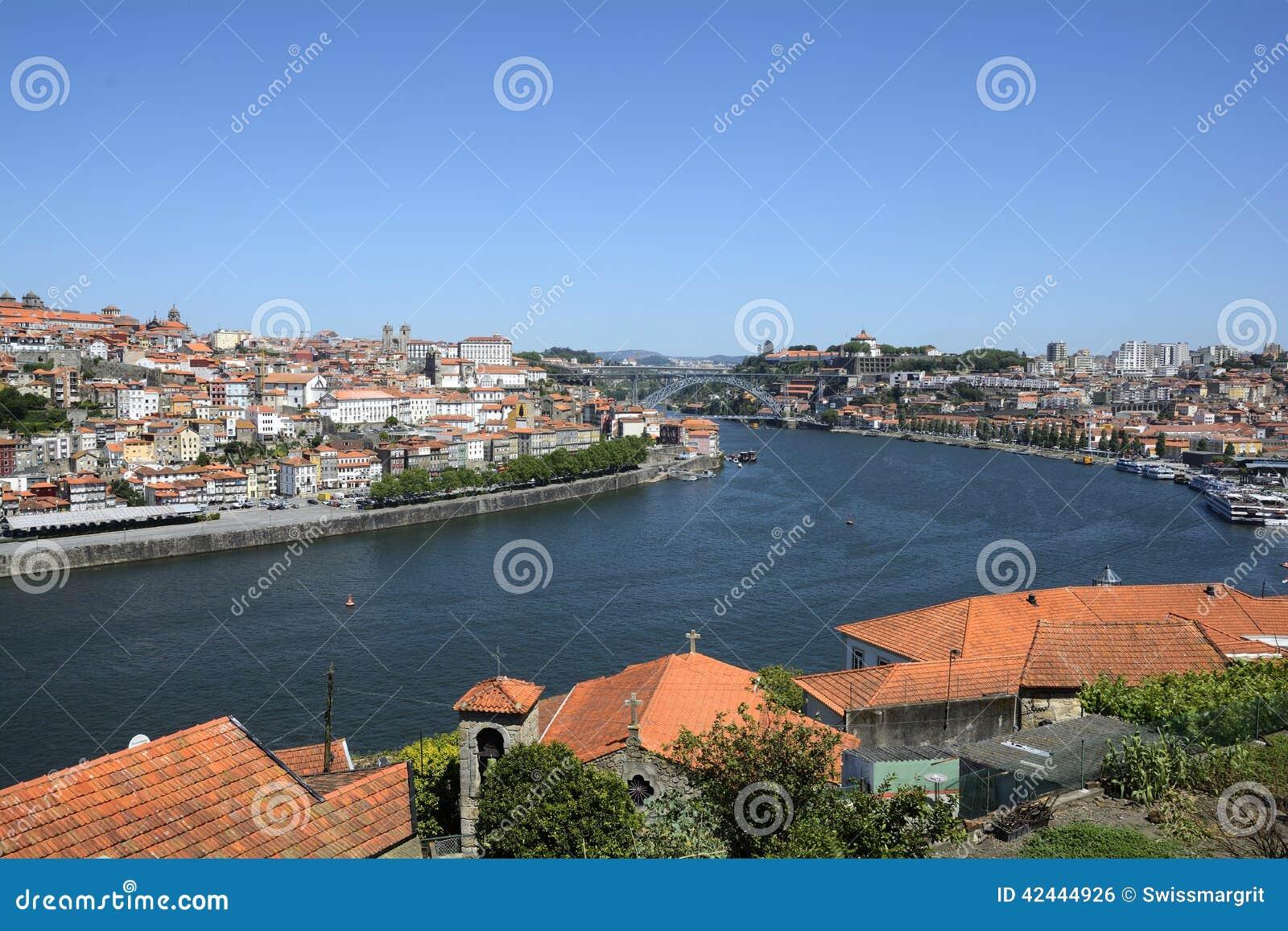 Ciudad histórica de Oporto en Portugal