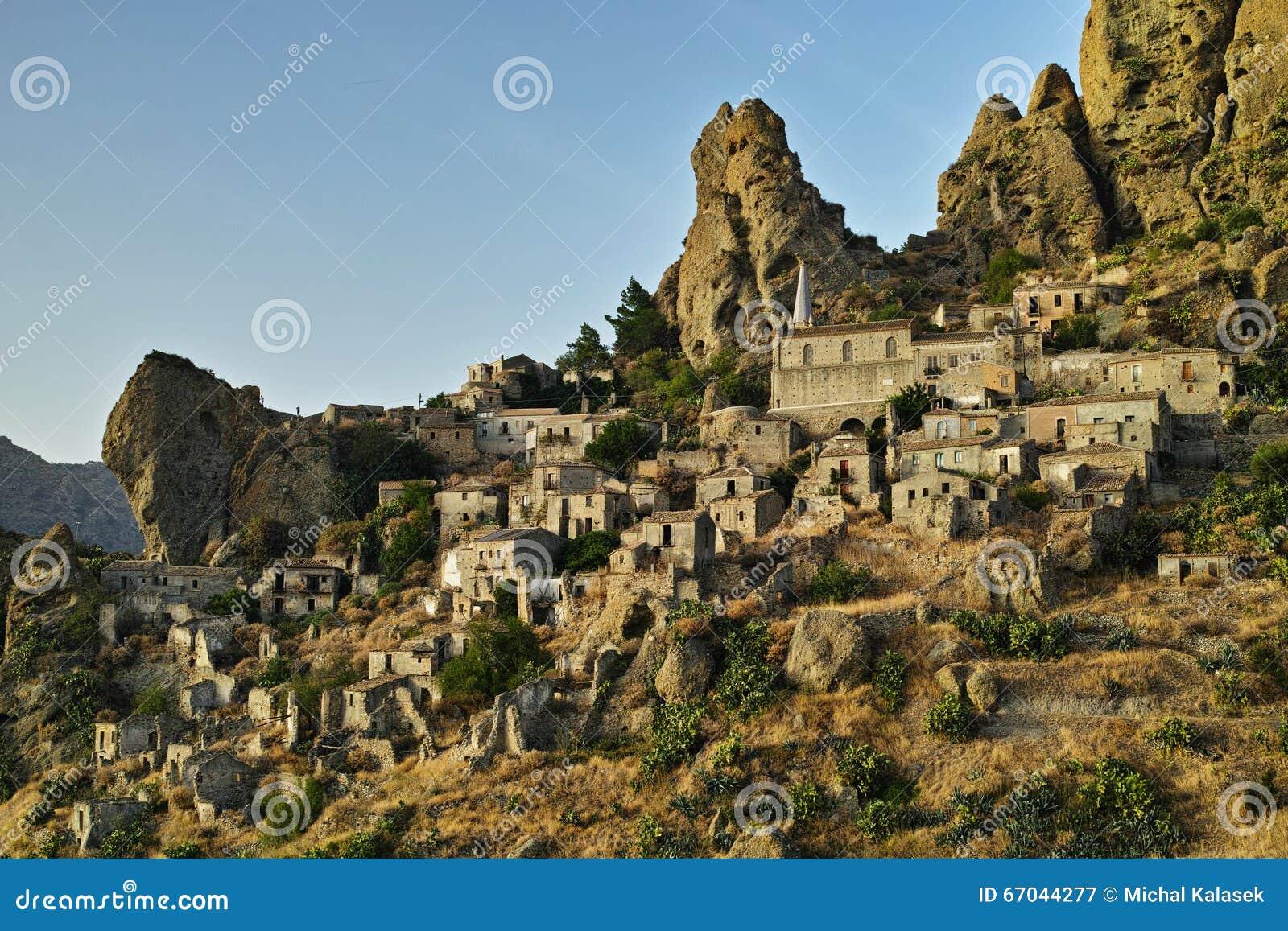 Ciudad italiana Pentedattilo, Italia, Europa