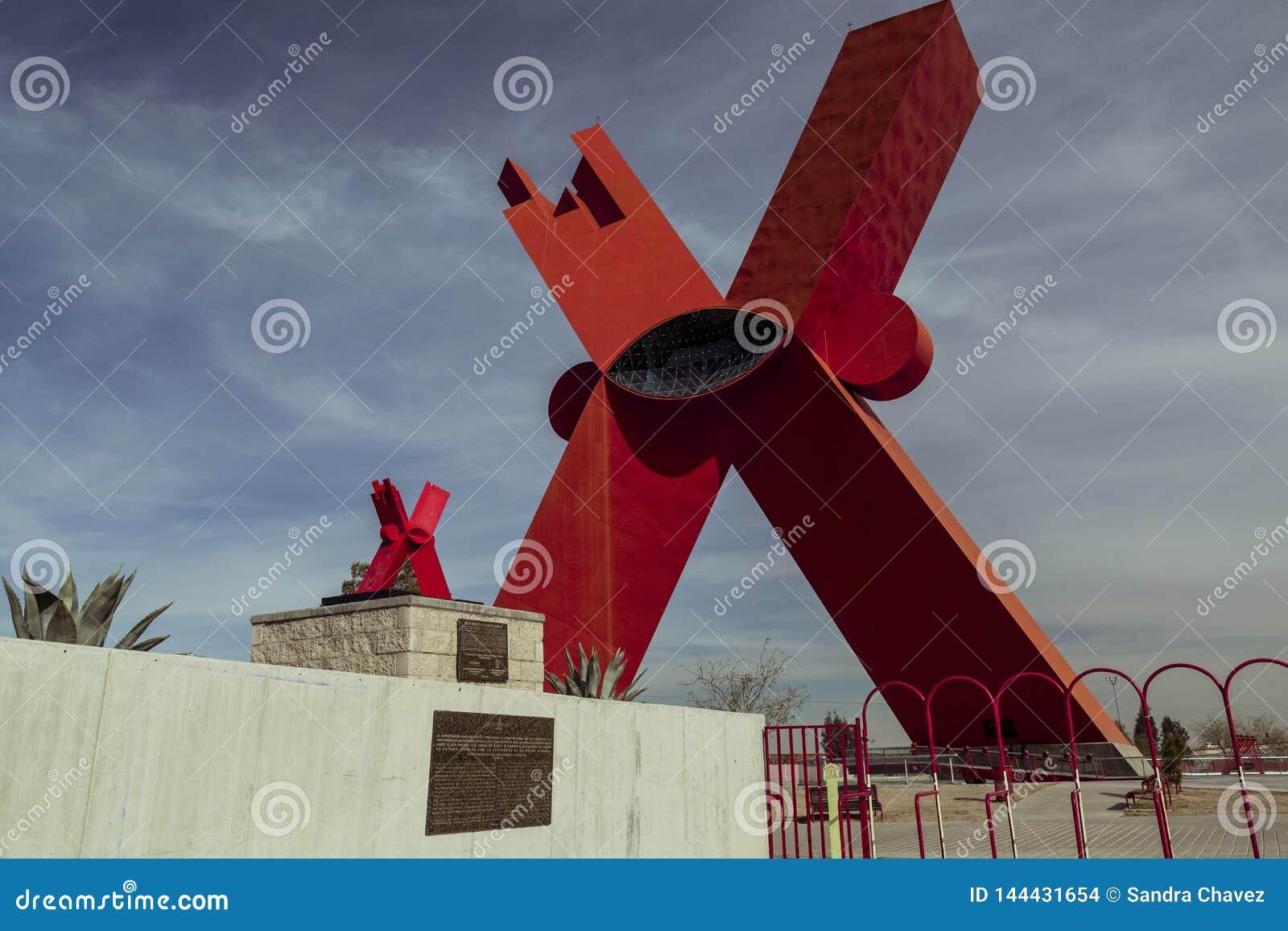 CIUDAD JUAREZ-CHIHUAHUA-MEXIKO-JANUARY-2019: Monument zum X in kleinem und in großem
