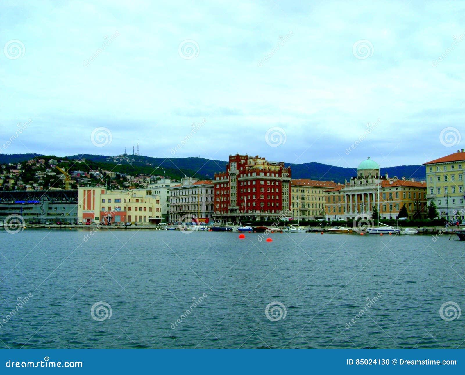 Ciudad Trieste de la costa