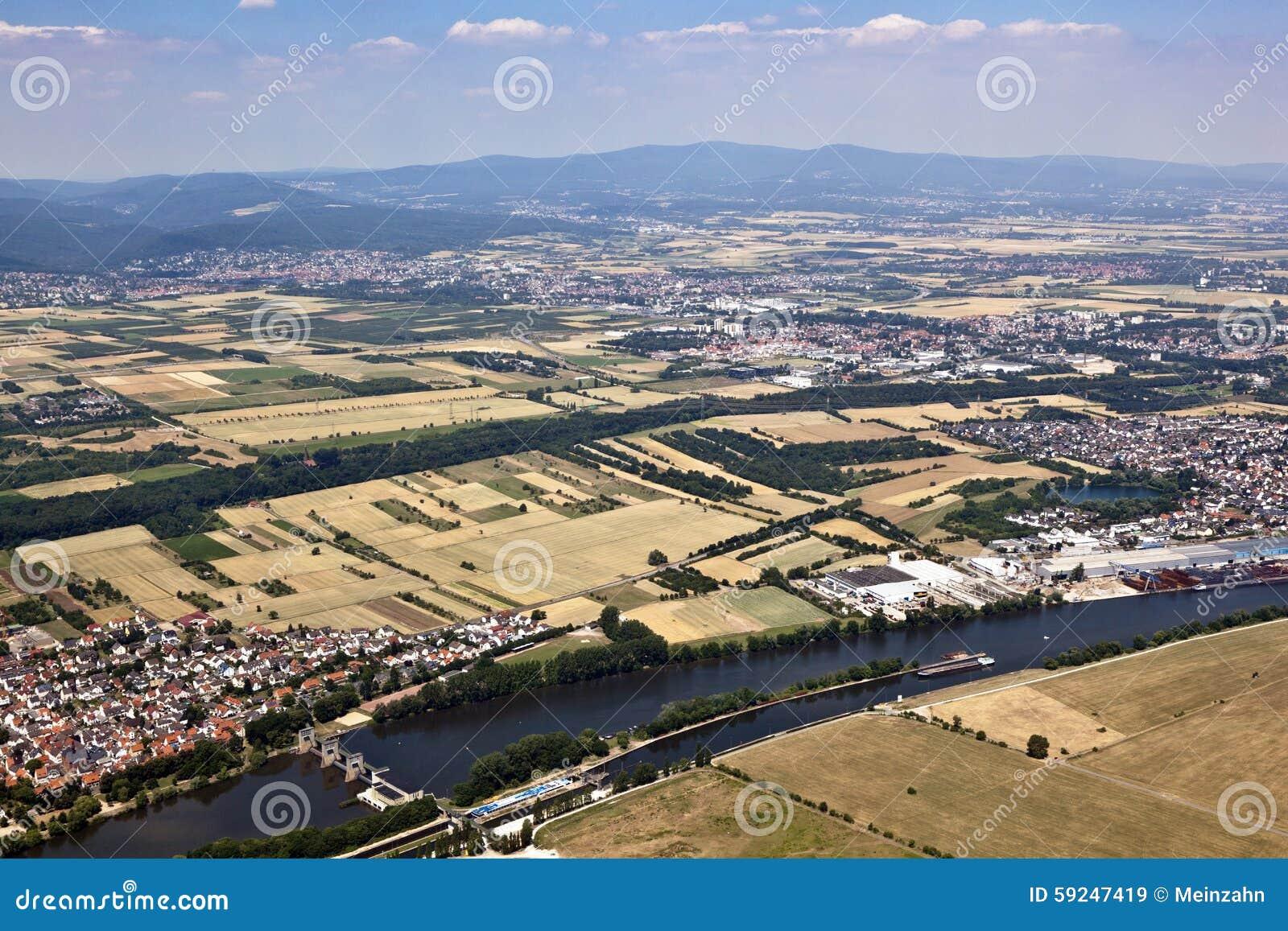 Ciudad vieja de Eddersheim en la tubería de río con Watergate
