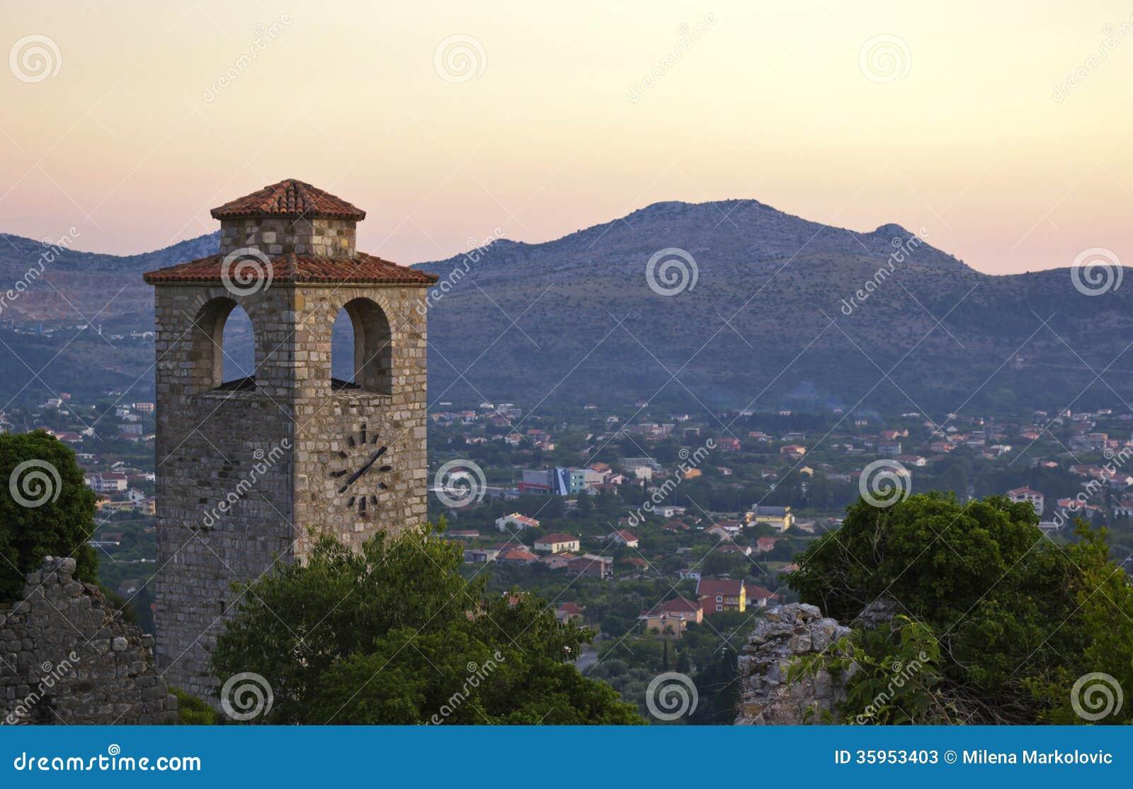 Ciudad vieja en la barra, Montenegro