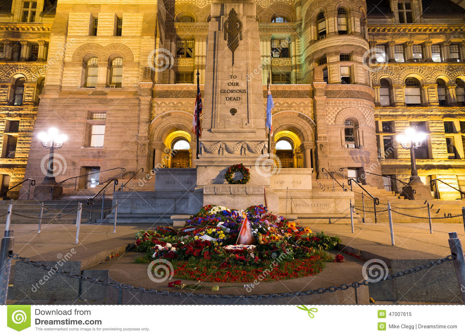 Ciudad vieja Hall Cenotaph de Toronto