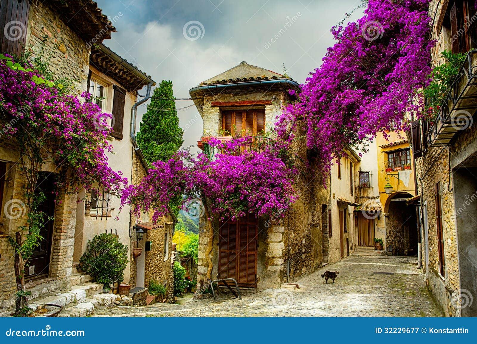Ciudad vieja hermosa del arte de Provence