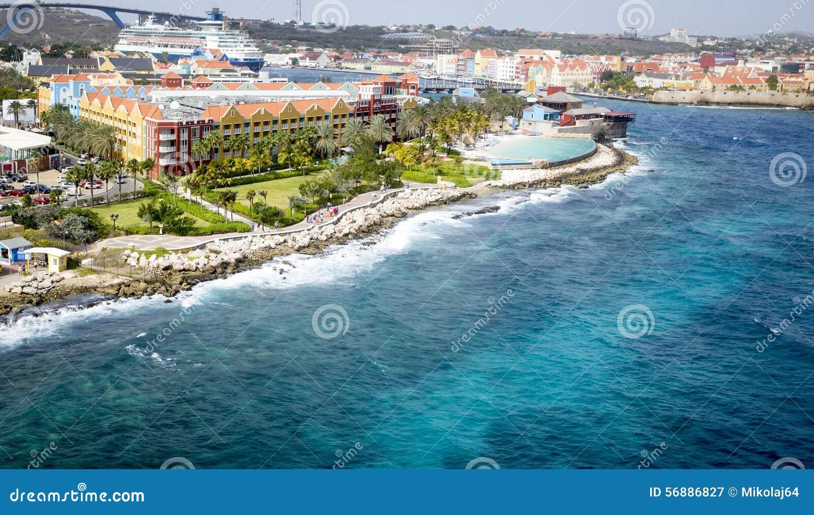 Ciudad Willemstad del puerto en Curaçao