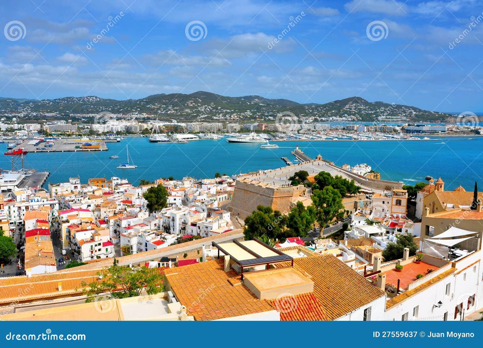 Ciudad y acceso viejos de la ciudad de Ibiza