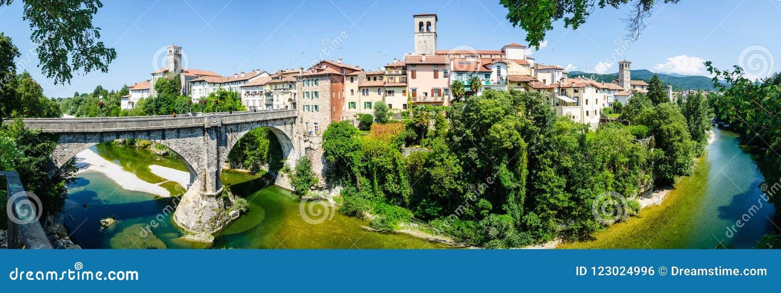 Cividale del Friuli Forum Iulii ποταμός Natisone γεφυρών διαβόλων ` s πανοράματος
