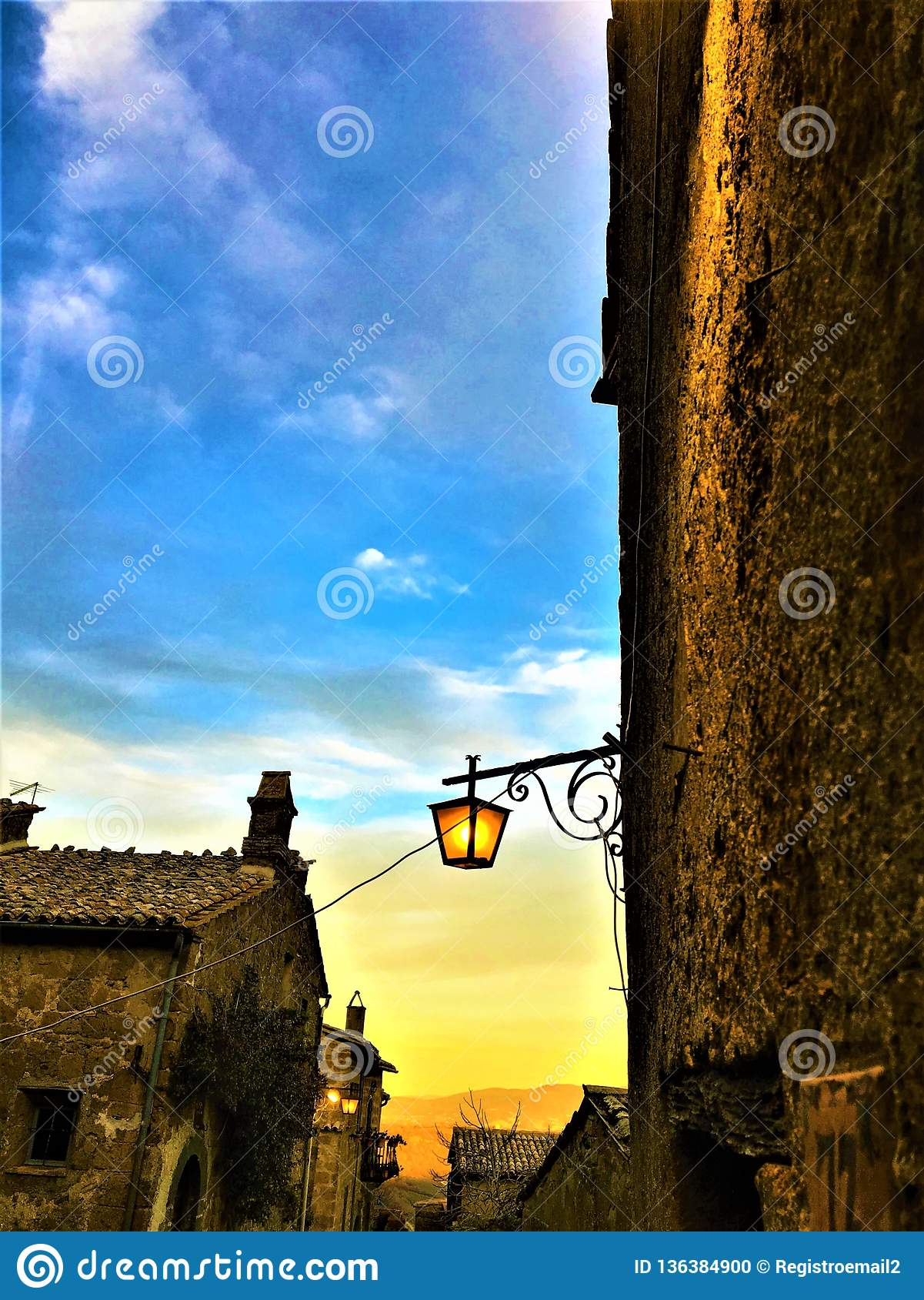 Civita Di Bagnoregio, stad in de provincie van Viterbo, Italië Zonsondergang, geschiedenis, architectuur, lamp, verlichting, heme