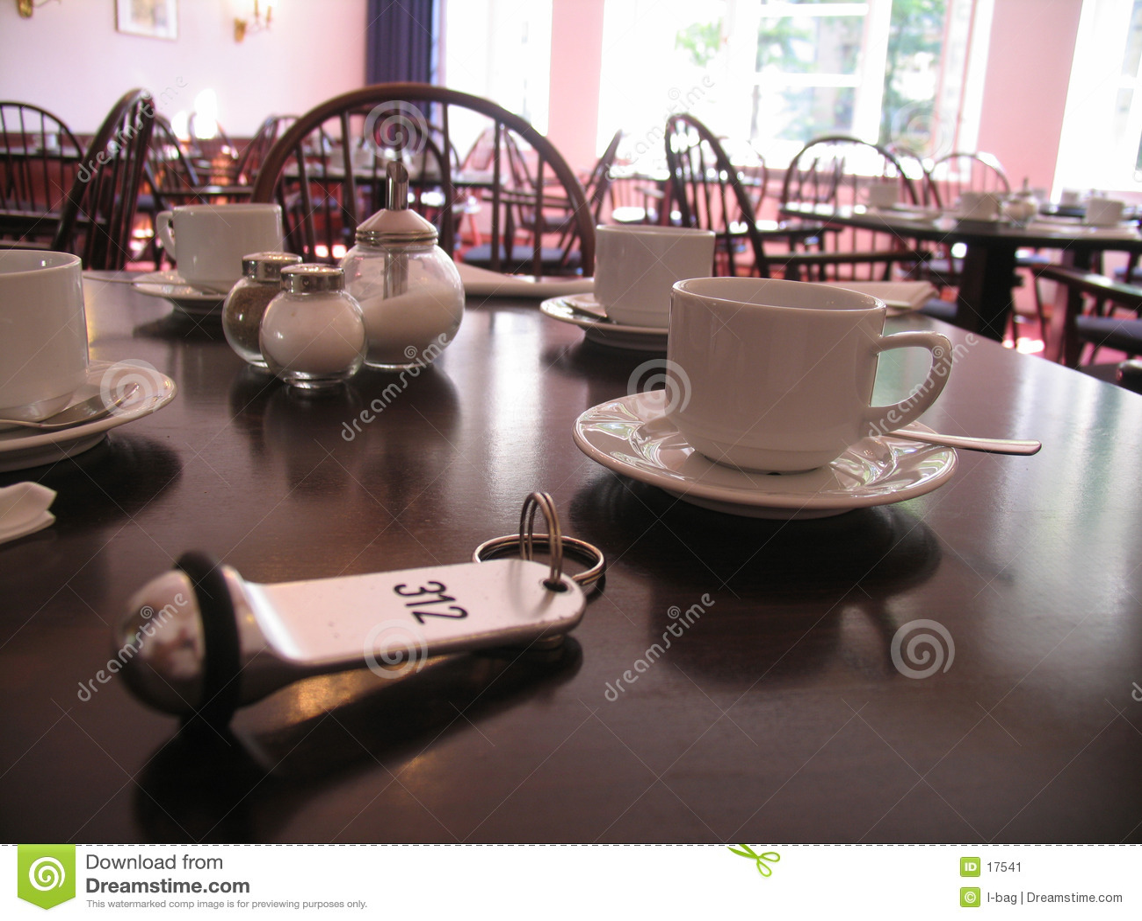 Clé sur la table de déjeuner