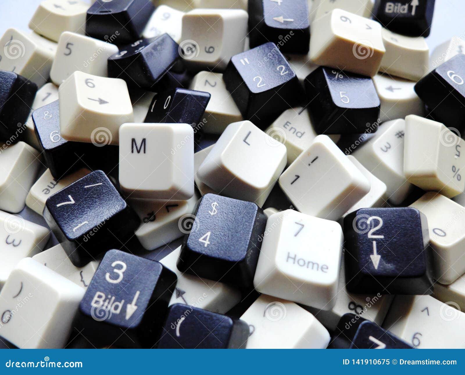Clés de clavier noires et blanches d ordinateur, en grande partie numériques avec des boutons d apprentissage automatique de ml à