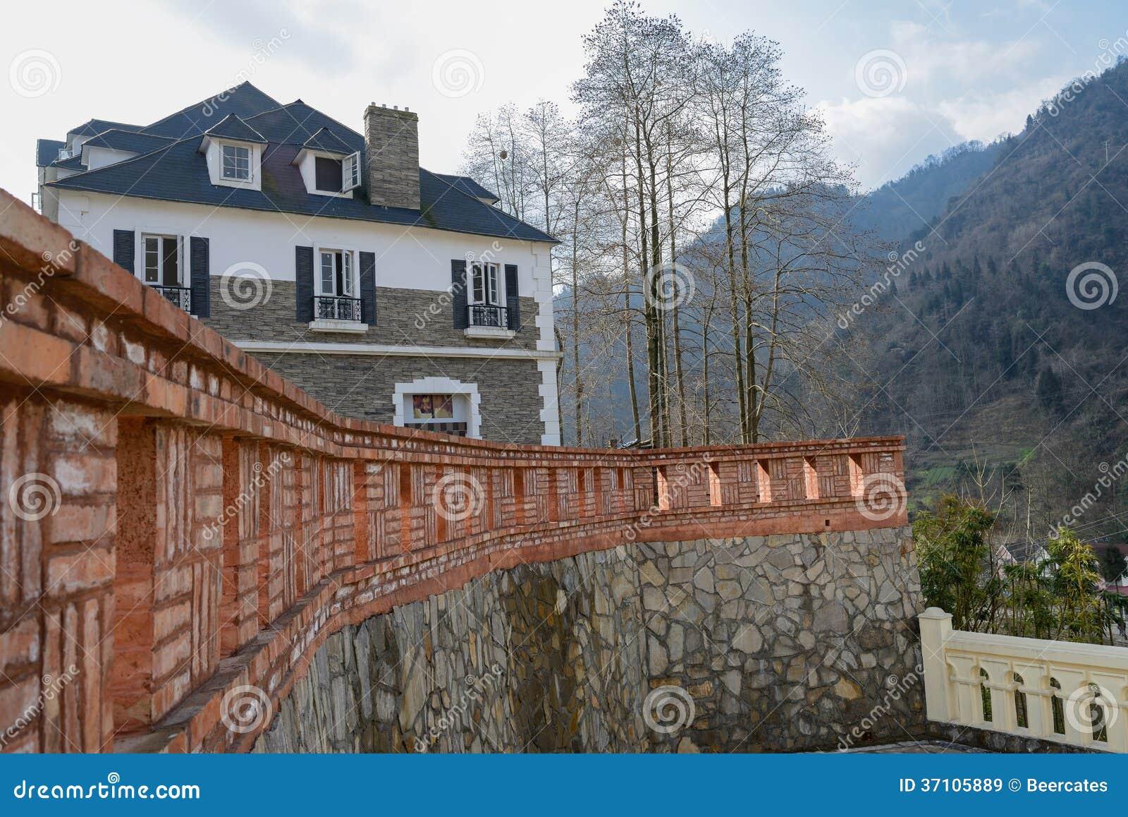 cl ture de brique rouge avant la construction image stock image du montagne construction. Black Bedroom Furniture Sets. Home Design Ideas
