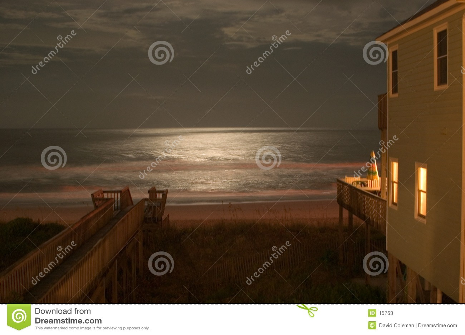Clair de lune sur l océan
