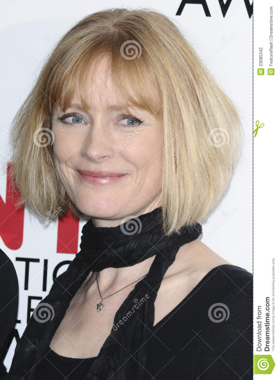 claire skinner height