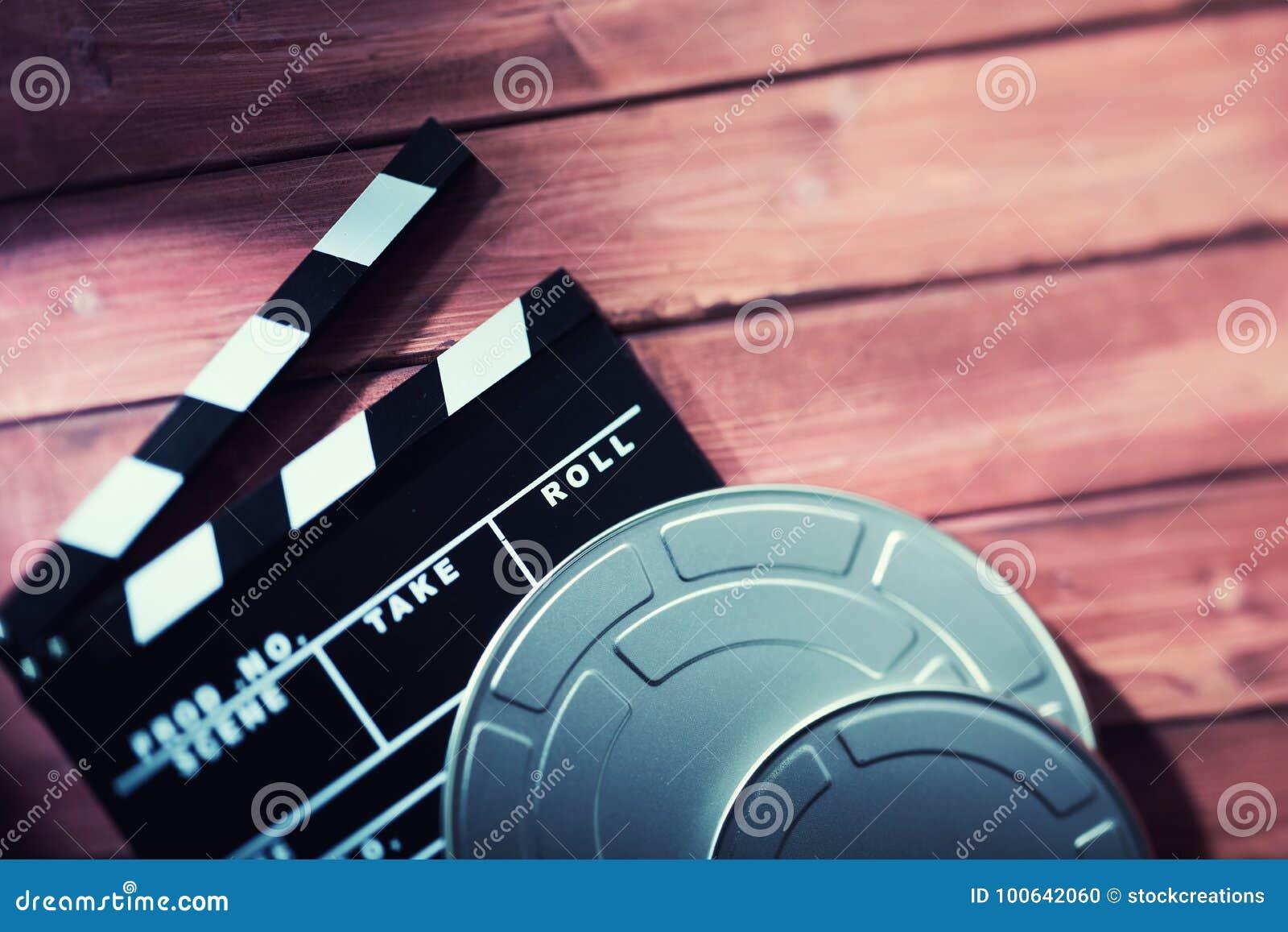 Clapperboard com fitas do filme