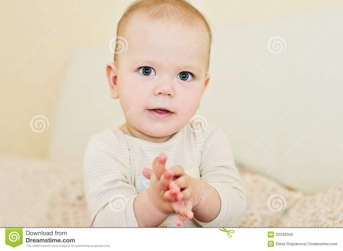 Clapping Baby Stock Photography - Image: 32346342